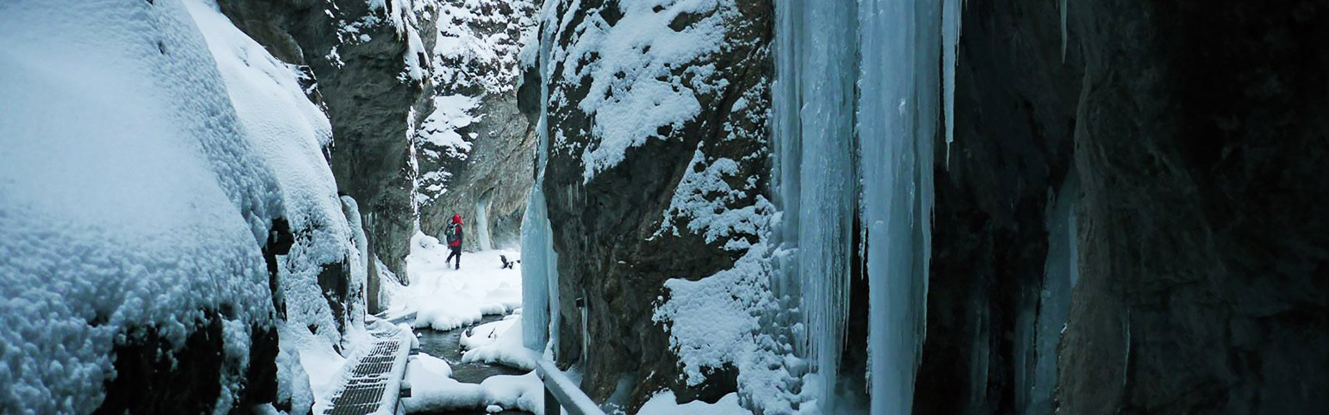 FROZEN GORGE DIERY - HIKING DURING WINTER IN MALA FATRA SLOVAKIA